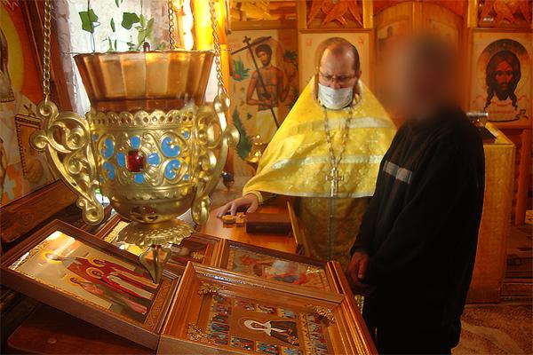 Службу провёл помощник начальника УФСИН России по Камчатскому краю по организации работы с верующими протоиерей Константин Бацаценко