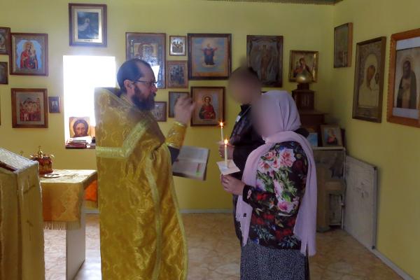 Клятву в верности и целомудрии своей семьи перед Богом один из осуждённых ФКУ ИК-5 УФСИН России по Камчатскому краю и его супруга